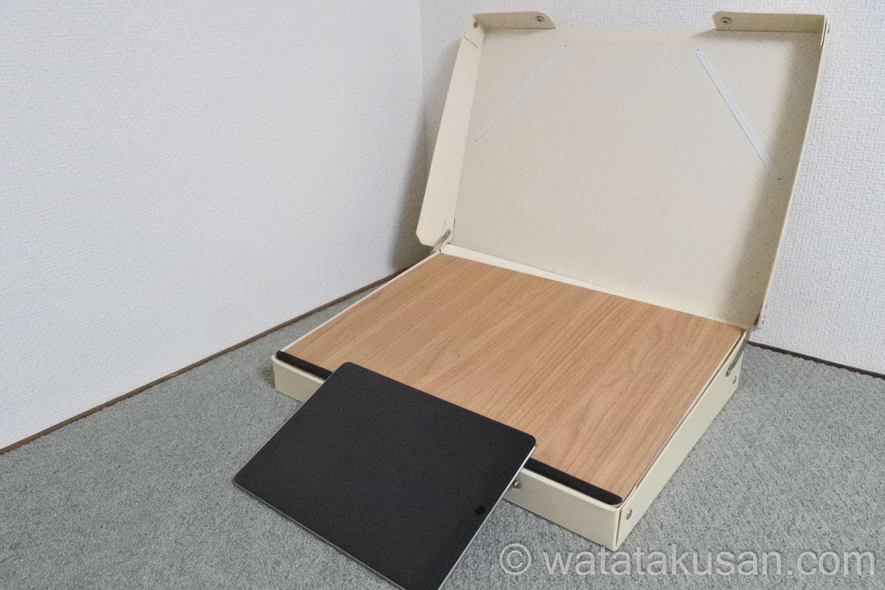 どこでも学習台2にiPadを傾斜台のスポンジを利用して設置