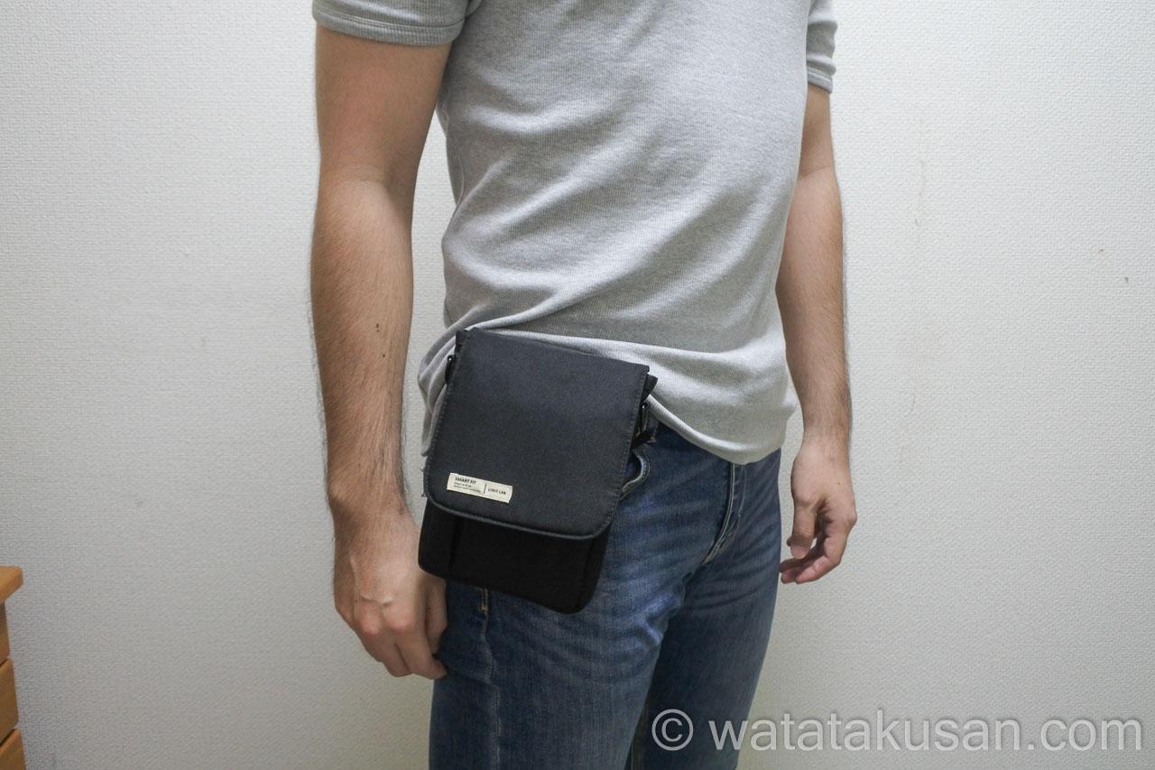 リヒトラブキャリングポーチスマートフィットA6をジーンズのベルトとつけてみる